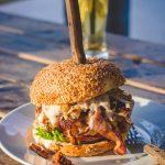 less is more in cucina, hamburger stracolmo di grassi viene pugnalato!