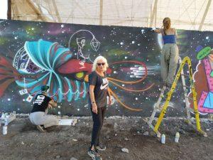 murales: foto mia con due artiste dipingendo