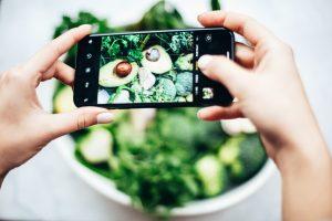 avocado in insalata-foto scattata da un cellulare
